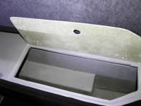 Пустой рундук под правым сиденьем (Фото 14)